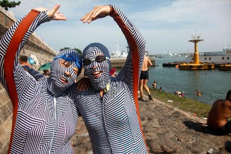 Vous voulez garder la peau blanche, solution ? Facekini made in china !